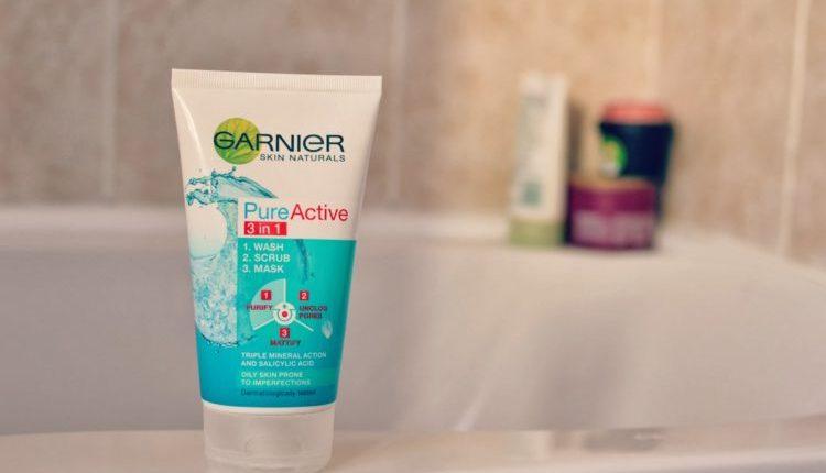 Garnier Pure Active Cleanser 3 In 1 Wash, Scrub, Mask 150Ml